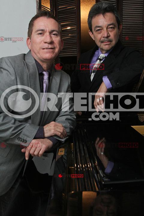 Sesion de fotos al cantante Jorge  Martin Aguilar Tirado y  el pianista Rito Emilio Zalazar Ruival..23 aniversario de Clavel de Aire.