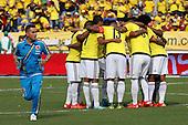 Jugadores de Colombia se abrazan antes del partido contra Peru  en el Estadio Metropolitano Roberto Melendez de Barranquilla el  8 de octubre de 2015.<br /> <br /> Foto: Archivolatino<br /> <br /> COPYRIGHT: Archivolatino<br /> Prohibido su uso sin autorización.