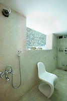 cycladic bathroom with screed walls