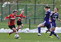 RSC Anderlecht Dames - PSV / FC Eindhoven : Danielle van de Donk aan de bal voor Cynthia Browaeys (rechts).foto David Catry / Vrouwenteam.be
