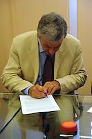 Firma del Contratto Collettivo Nazionale di Lavoro per i dipendenti da imprese della distribuzione cooperativa. Coop. Aldo Soldi. Presidente di Ancc. Coop.....