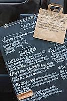 Europe, France, Ile de France, 75001 Paris: Place du Marché Saint Honoré, Cantine California est le premier food truck à préparer ses burgers