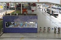 Rio de Janeiro (RJ), 02/04/2020 - Covid-19-Rio - Para prevencao ao coronavirus (Covid-19) frota de onibus (BRT) do transporte publico foram reduzido devido ao pouco movimento dos passageiros no terminal Alvorada na Bara da Tijuca na zona oeste do Rio de Janeiro, nesta quinta-feira (02) (Foto: Alexandre Durao/Codigo 19/Codigo 19)