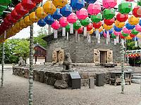 Pagode, buddhistischer Bunhwang Tempel , Schmuck zu Buddha's Geburtstag, Gyeongju, Provinz Gyeongsangbuk-do, Südkorea, Asien, UNESCO-Weltkulturerbe<br /> pagoda in buddhist temple Bunhwang, Gyeongju,  province Gyeongsangbuk-do, South Korea, Asia, UNESCO world-heritage