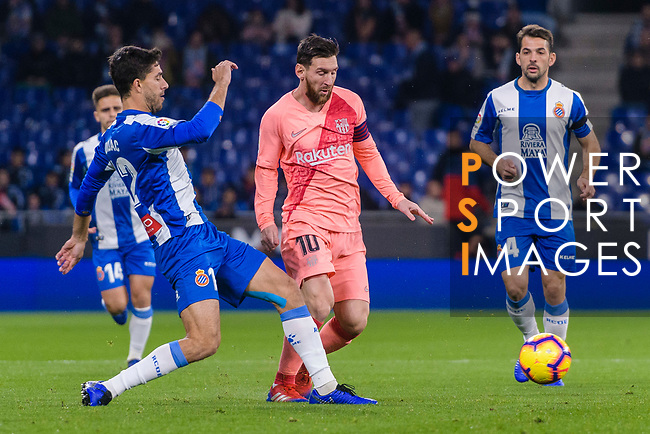 Lionel Messi of FC Barcelona (C) fights for the ball with Didac Vila of RCD Espanyol (L) during the La Liga 2018-19 match between RDC Espanyol and FC Barcelona at Camp Nou on 08 December 2018 in Barcelona, Spain. Photo by Vicens Gimenez / Power Sport Images