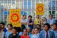 Protesto ecológico em memória dos mortos de Hiroshima. São Paulo. 1989. Foto de Juca Martins.