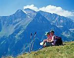 Austria, Tyrol, Ziller Valley, above Mayrhofen: seniors taking a hiking break with view at Tuxer Alps   Oesterreich, Tirol, Zillertal oberhalb Mayrhofen: Seniorenpaar bei Wanderpause unterhalb des Filzenkogel mit Blick auf die Tuxer Alpen