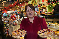 Amérique/Amérique du Nord/Canada/Québec/ Québec:  Guylaine Roy  et ses tartes au canneberges, airelles du grand Nord au Marché du Vieux-Port  - Saveurs Cultivées, Marché du vieux Port
