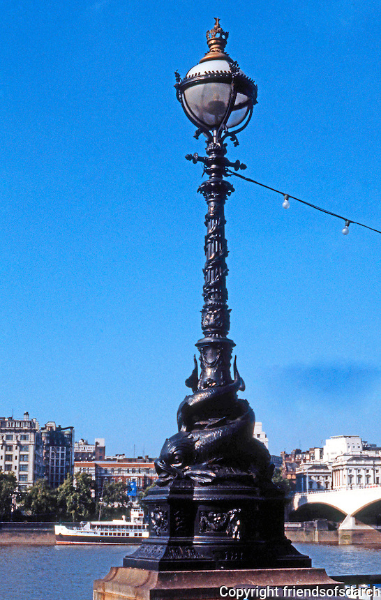 London: Lamp Post, South Bank.
