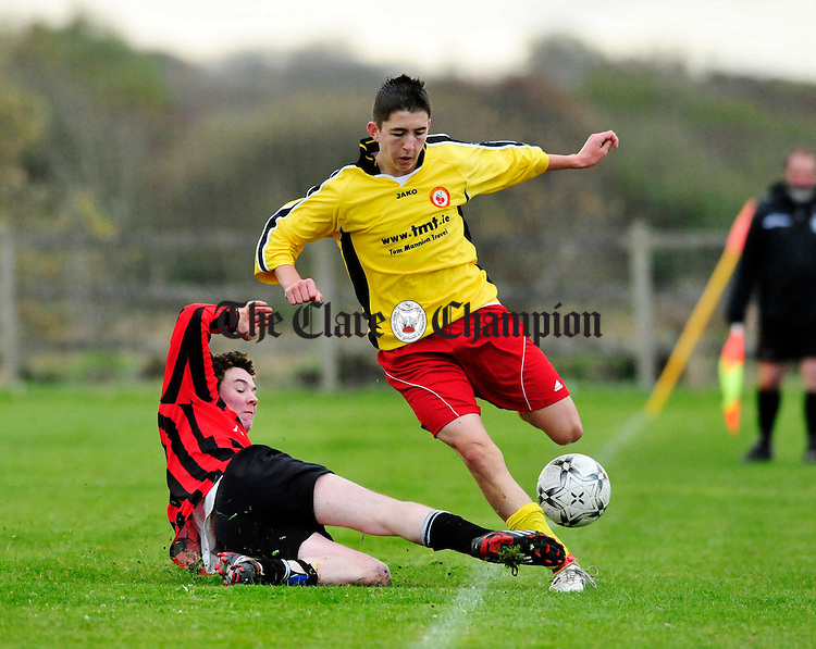 Kevin Hanrahan of Fern Celtic tackles Conor Mullin of Avenue Utd. Photograph by Declan Monaghan