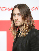 "L'attore e cantante statunitense Jared Leto posa durante un photocall per la presentazione del film ""Dallas Buyers Club"" all'ottava edizione del Festival Internazionale del Film di Roma, 9 novembre 2013.<br /> U.S actor and singer Jared Leto poses during a photocall to present the movie ""Dallas Buyers Club"" during the 8th edition of the international Rome Film Festival at Rome's Auditorium, 9 November 2013.<br /> UPDATE IMAGES PRESS/Isabella Bonotto"