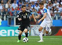 Lionel Messi (Argentinien, Argentina) gegen Karl Arnason (Island, Iceland) - 16.06.2018: Argentinien vs. Island, Spartak Stadium Moskau