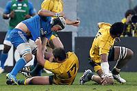 Firenze 24/11/2012 .Rugby test match Stadio Franchi Italia vs Australia .Nella foto Francesco Minto si divincola dalla presa di James Slipper.Photo Matteo Ciambelli / Insidefoto