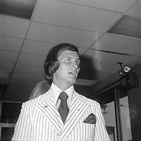 le chanteur americain Pat BOONE,<br /> au Jardin des Etoiles durant l'expo 67 (date exacte inconnue)<br /> <br /> PHOTO :  Agence Quebec Presse - Roland Lachance