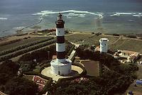 Europe/France/Poitou-Charentes/17/Charente-Maritime/Ile d'Oléron : Le phare de Chassiron (50 mètres de haut) - Vue aérienne