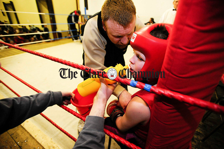 Coach Pat McDonagh gives some advice to Michael Doherty in the red corner at Ennis Boxing Club.Pic Arthur Ellis.