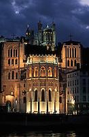 Europe/France/Rhône-Alpes/69/Rhône/Lyon: L'église primatiale Saint-Jean et la basilique Notre-Dame-de-Fourvière (1896 Gothico-byzantine) - Vue de nuit