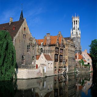 Belgium, West-Flanders, Bruges: Rozenhoedkaai and the Belfry | Belgien, Westflandern, Provinzhauptstadt Bruegge: Rozenhoedkaai und Belfried, der Glockenturm des Rathauses