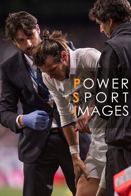 Gareth Bale of Real Madrid walks in pain during their 2016-17 UEFA Champions League match between Real Madrid vs Sporting Portugal at the Santiago Bernabeu Stadium on 14 September 2016 in Madrid, Spain. Photo by Diego Gonzalez Souto / Power Sport Images