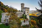 Italien, Suedtirol (Trentino - Alto Adige), Dolomiten, Klausen (Suedtirol) Ortsteil Latzfons oberhalb vom Tinnetal, einem rechten Seitental des Eisacktals: das Schloss Garnstein - in Privatbesitz und nur von außen zu besichtigen | Italy, South Tyrol (Trentino - Alto Adige), Dolomites, Klausen (Italian Chiusa ) district Latzfons: Castle Garnstein - private property, no sightseeing