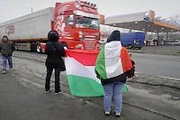 """giornata di protesta nazionale indetta dal """"Movimento dei Forconi""""; presidio sulla strada statale 412 della Valtidone nei pressi di Melegnano (Lodi)"""