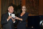 GIANNI LETTA CON ROMANA LIUZZO <br /> PREMIO GUIDO CARLI - SECONDA EDIZIONE<br /> PALAZZO DI MONTECITORIO - SALA DELLA REGINA ROMA 2011