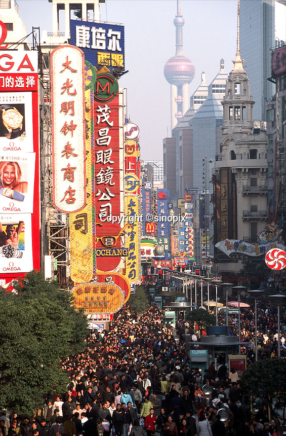 Crowds on Shanghai's Nanjing Road, the city's shopping center.<br /> 07-MAR-02