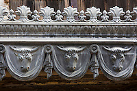 Europe/France/Midi-Pyérénées/82/Tarn-et-Garonne/Beaumont-de-Lomagne: Détail façade d'une ancienne boucherie