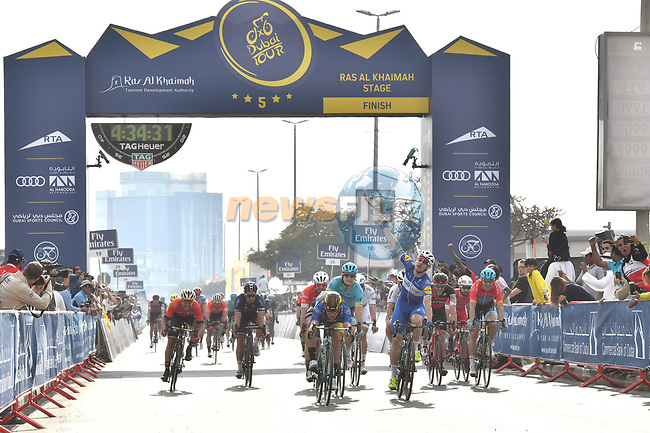 Elia Viviani (ITA) Quick-Step Floors wins Stage 2 The Ras Al Khaimah Stage of the Dubai Tour 2018 the Dubai Tour's 5th edition, running 190km from Skydive Dubai to Ras Al Khaimah, Dubai, United Arab Emirates. 7th February 2018.<br /> Picture: LaPresse/Massimo Paolonei   Cyclefile<br /> <br /> <br /> All photos usage must carry mandatory copyright credit (© Cyclefile   LaPresse/Massimo Paolone)