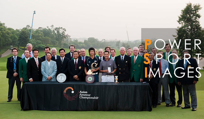SHENZHEN, CHINA - NOVEMBER 01:  Chang-Won Han and Eric Chun of South Korea pose with officials organizers at the end of the Asian Amateur Championship at the Mission Hills Golf Club on November 1, 2009 in Shenzhen, Guangdong, China. Chang-Won Han wins a place at the 2010 Masters Tournament and International Final Qualifying for the 150th Open Championship at St Andrews  (Photo by Victor Fraile/The Power of Sport Images) *** Local Caption *** Chang-Won Han; Eric Chun