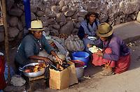 Amérique/Amérique du Sud/Pérou/Urubamba : L'heure du déjeuné sur le marché