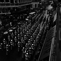 2 juin 1965. Vue en plongée de la Légion Etrangère défilant dans la Rue Asace-Lorraine.