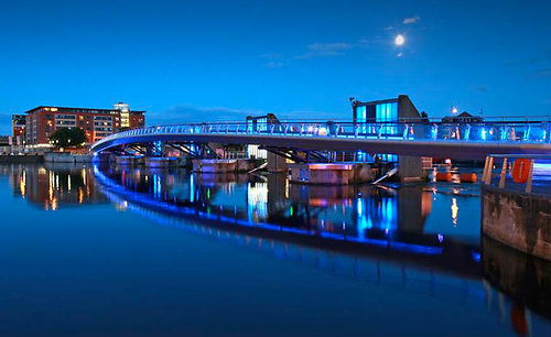 Video Shows Young Man Encouraged to Jump off Lagan Weir Footbridge