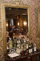 """Europe/France/Rhône-Alpes/73/Savoie/Chambéry: Restaurant  """"Le Saint Réal"""" - Détail de la salle du restaurant"""