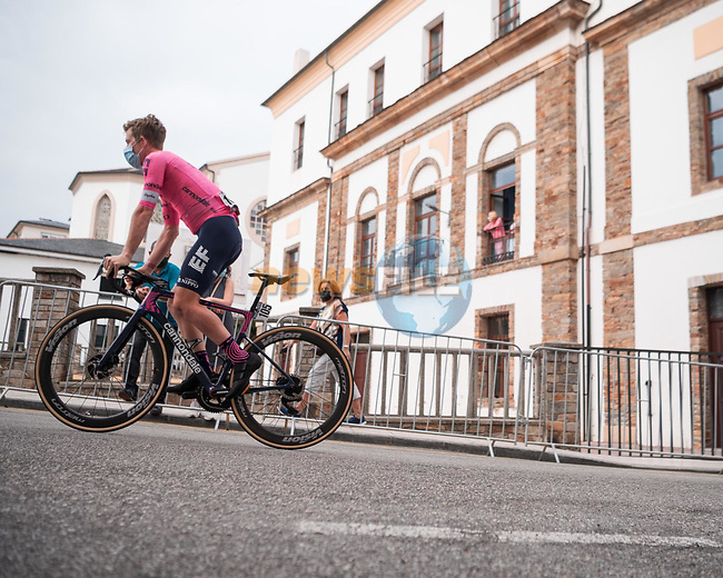 Lawson Craddock (USA) EF Education-Nippo heads sign on before Stage 19 of La Vuelta d'Espana 2021, running 191.2km from Tapia de Casariego to Monforte de Lemos, Spain. 3rd September 2021.    <br /> Picture: Cxcling | Cyclefile<br /> <br /> All photos usage must carry mandatory copyright credit (© Cyclefile | Cxcling)