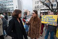 Solidaritaets-Kundgebung fuer die Ukraine vor der Russischen Botschaft in Berlin.<br />Etwa 100 Menschen versammelten sich am Montag den 17. Maerz 2014 vor der Russischen Botschaft in Berlin um gegen die Politik der Russischen Praesidenten Putin und die Entscheidung des Referendums auf der Krim fuer eine Angliederung an Russland zu demonstrieren.<br />Unter den Kundgebungsteilnehmern waren auch die Europaabgeordnete  von B90/Die Gruenen Rebecca Harms (im Bild bei einem Interview mit einem Ukrainischen TV-Sender) und die Bundestagsabgeordnete von B90/Die Gruenen Marie-Luise Beck. <br />17.3.2014, Berlin<br />Copyright: Christian-Ditsch.de<br />[Inhaltsveraendernde Manipulation des Fotos nur nach ausdruecklicher Genehmigung des Fotografen. Vereinbarungen ueber Abtretung von Persoenlichkeitsrechten/Model Release der abgebildeten Person/Personen liegen nicht vor. NO MODEL RELEASE! Don't publish without copyright Christian-Ditsch.de, Veroeffentlichung nur mit Fotografennennung, sowie gegen Honorar, MwSt. und Beleg. Konto:, I N G - D i B a, IBAN DE58500105175400192269, BIC INGDDEFFXXX, Kontakt: post@christian-ditsch.de]