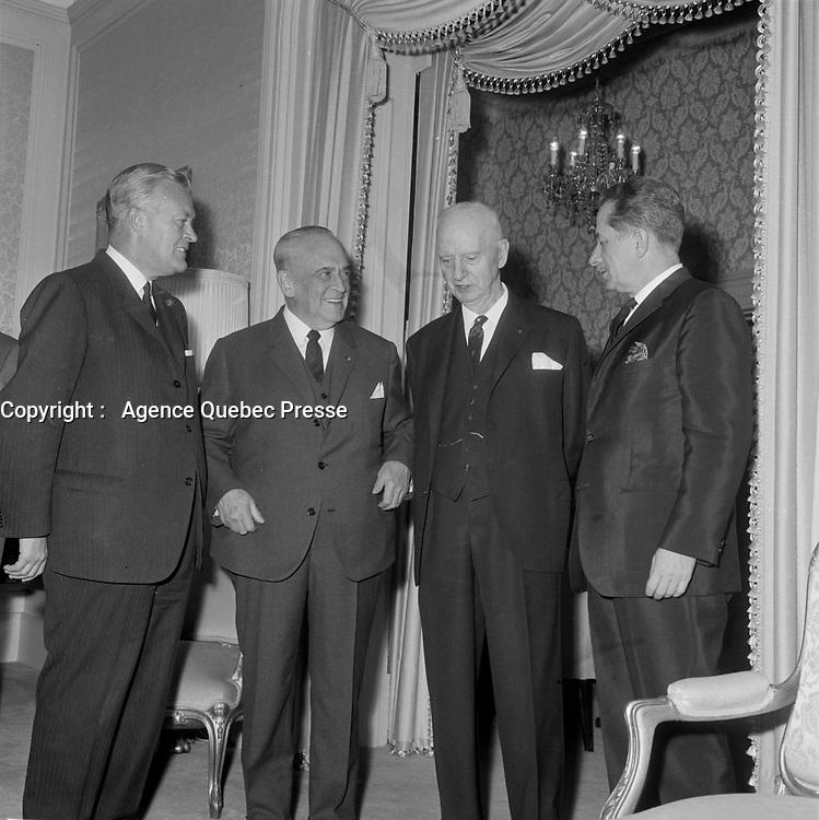 Le Gouverneur general Paul Comptois avec les politiciens Jean Lesage, Daniel Johnson (Sr.) et une 3ieme personnne inconnue,  mai 1965 (date exacte inconnue)<br /> <br /> PHOTO :  Agence Quebec Presse - Photo Moderne