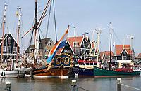 Nederland - Volendam - 2018.  De haven van Volendam.  In het midden statenjacht De Utrecht, rechts twee viskotters.   Foto Berlinda van Dam / Hollandse Hoogte
