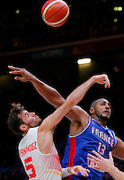 Spain's Rudy Fernandez (L) vies with France's Boris Diaw (R) during European championship semi-final basketball match between France and Spain on September 17, 2015 in Lille, France  (credit image & photo: Pedja Milosavljevic / STARSPORT)