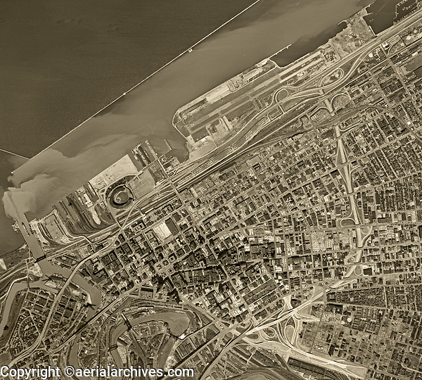 historical aerial photo map of Cleveland, Ohio, 1962