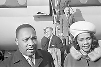 Martin Luther King and wife Coretta Scott-King, <br /> , October 20, 1965<br /> arrive at Schipol airport,Holland, <br /> <br /> Photographer Fotograaf Onbekend / Anefo
