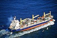 Navio cargueiro em alto mar. Rio de Janeiro. 2000. Foto de Ricardo Azoury.