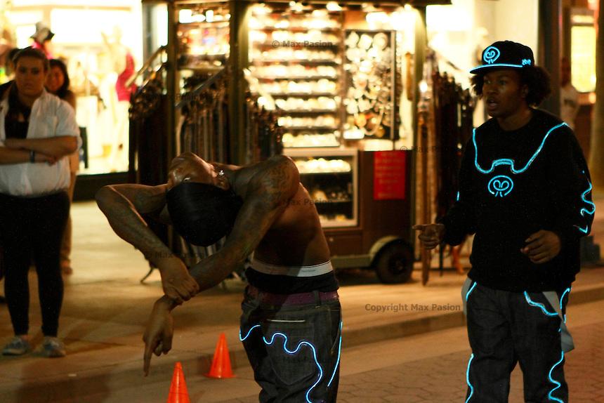 Street performers. Santa Monica, CA