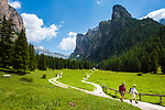Italy, South Tyrol (Trentino - Alto Adige), Dolomites, near Selva di Val Gardena: Valley Langental (Vallunga) in Puez-Geisler Nature Park, a popular hiking area in summer, Chedul mountains (right) | Italien, Suedtirol (Trentino - Alto Adige), Dolomiten, bei Wolkenstein in Groeden: das Langental (Vallunga) im Naturpark Puez-Geisler, ein Wanderparadies im Sommer, rechts die Chedul-Berge