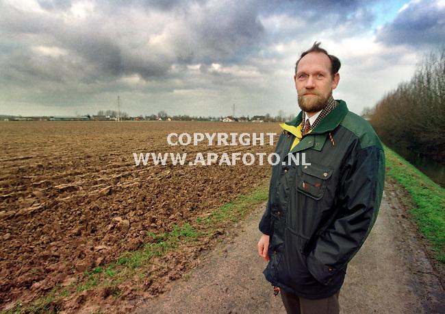 Wageningen,08-01-98  Foto:Koos Groenewold (APA)<br />Dhr van Dijk bij landbouwgrond.<br />akk1-5x4/5-minas knelpunt-apa