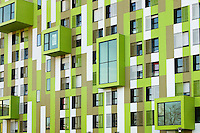 Quartier de Villejean Kennedy.Facade metalique et coloree protegeant une isolation
