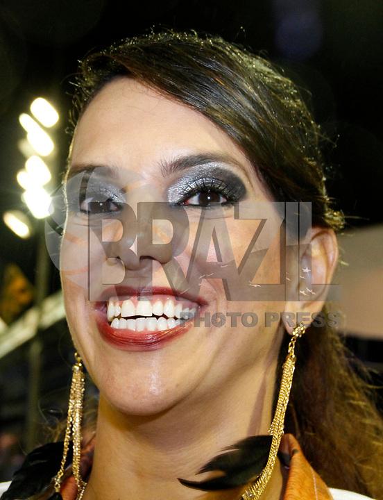 RIO DE JANEIRO, RJ, 08 DE MARÇO DE 2011 - CARNAVAL RJ / GRANDE RIO -  A ex atleta Virna é vista durante desfile da Grande Rio no Sambódromo da Marquês de Sapucaí, durante o segundo dia dos desfiles do Grupo Especial do Carnaval 2011, do Rio de Janeiro, na madrugada desta terça-feira (8). (FOTO: VANESSA CARVALHO / NEWS FREE).