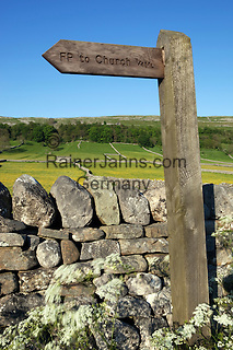 Great Britain, England, North Yorkshire, near Kettlewell: Footpath signpost in the Yorkshire Dales National Park