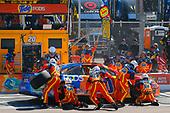 2017 Monster Energy NASCAR Cup Series<br /> Camping World 500<br /> Phoenix International Raceway, Avondale, AZ USA<br /> Sunday 19 March 2017<br /> Matt Kenseth, Tide Toyota Camry pit stop<br /> World Copyright: Russell LaBounty/LAT Images<br /> ref: Digital Image 17PHX1rl_6285
