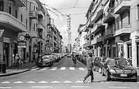 Milano, quartiere Bovisa, periferia nord. L'antenna dell'emittente locale Telelombardia in fondo alla via Mercantini --- Milan, Bovisa district, north periphery. The Aerial of local television broadcaster Telelombardia down Mercantini street